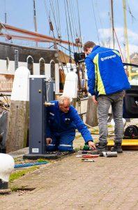 Jachthaven-Enkhuizen-plaatsen-van-elektra-en-water-zuilen-met-SEP-card