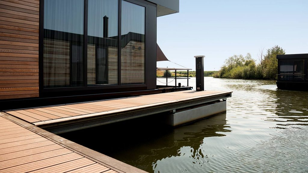 Seijsener marina services products pedestal houseboat infrabox shorepower
